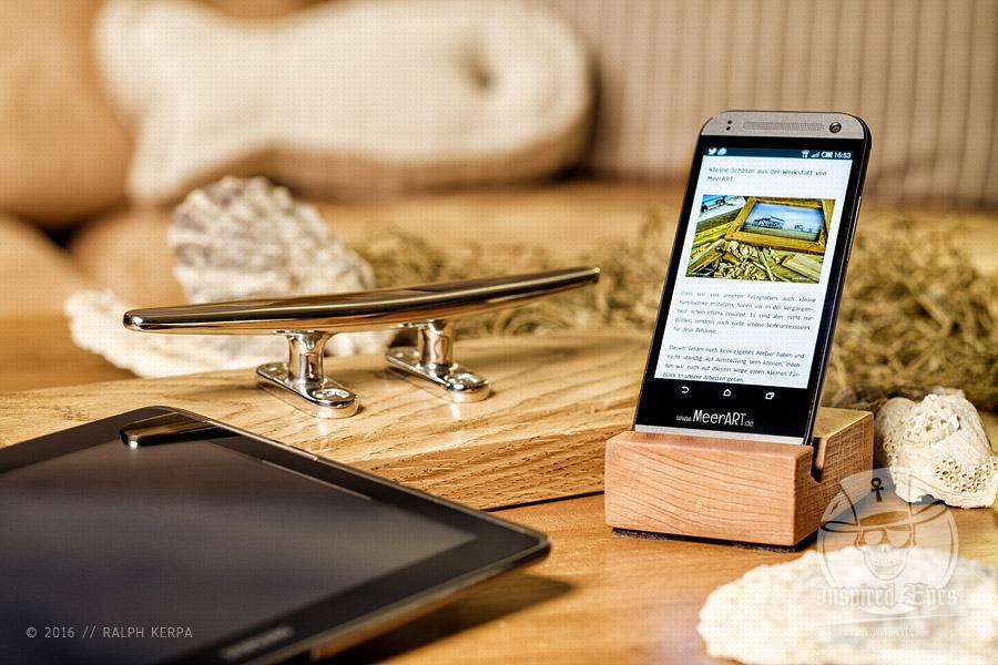 Smartphone- und Tablett-Halterung aus Buche und Eiche