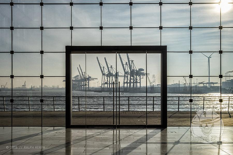 Der etwas andere Blick auf den Container Terminal Tollerort im Hamburger Hafen