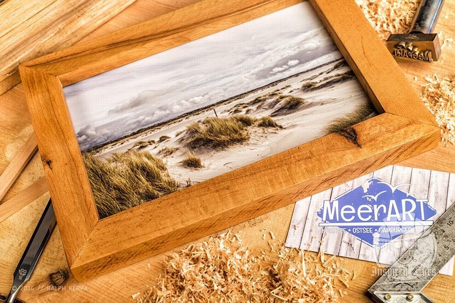 Rahmen aus Buche mit einem Fotoabzug hinter Antireflexglas // Foto: Ralph Kerpa