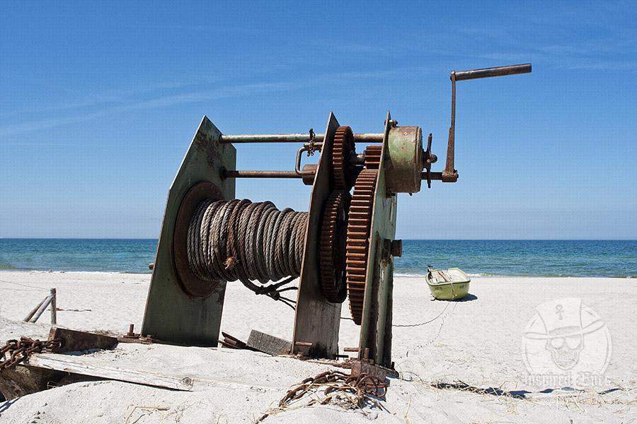 Eine alte Slipanlage an einem Strand an der Ostsee // Foto: Ralph Kerpa