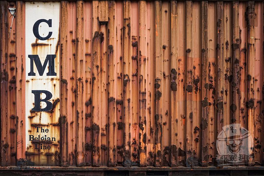 Ein alter und verrosteter Container mit der Aufschrift CMB - Belgian Line im Hamburger Hafen // Foto: Ralph Kerpa