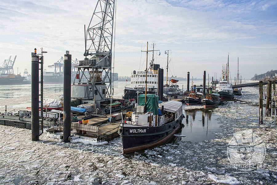 Traditionsschiffe im Winter 2014 auf ihrem Liegeplatz im Museumshafen von Oevelgönne in Hamburg // Foto: Ralph Kerpa